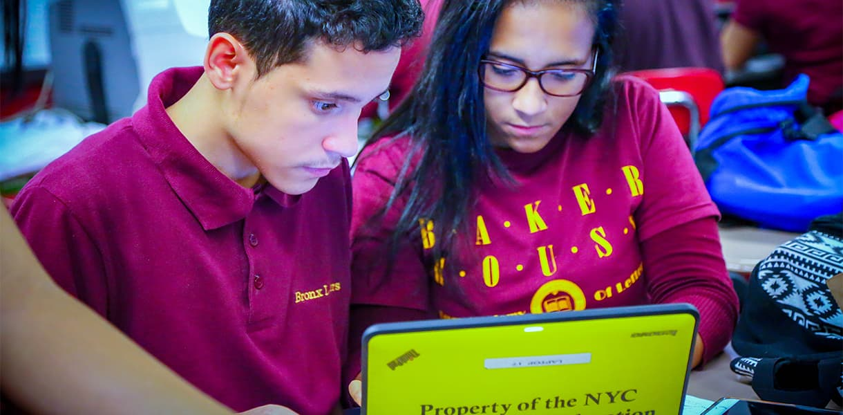 Students doing online research to find the right college